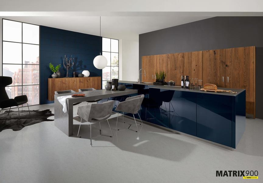 LEGNO_oak_truffle_with_NOVA_LACK_deep_blue